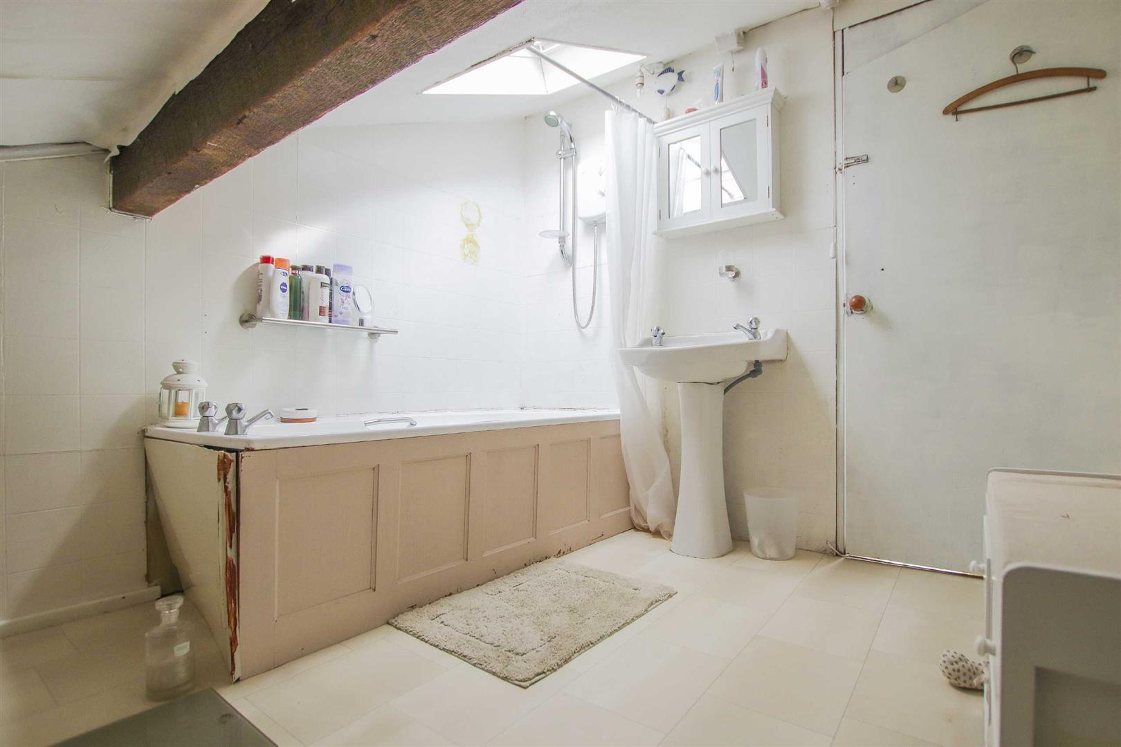 4 Bedroom Semi-detached House For Sale - Image 18